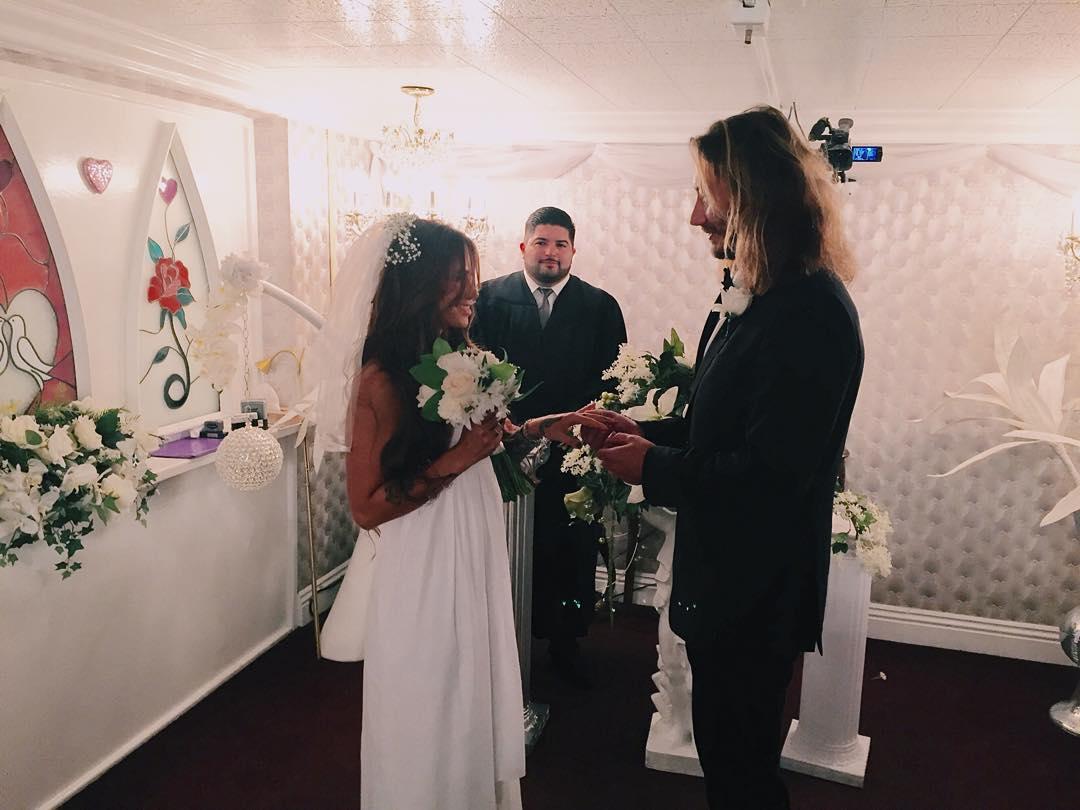 Айза Долматова вышла замуж: спонтанная свадьба в Лас-Вегасе - фото №1