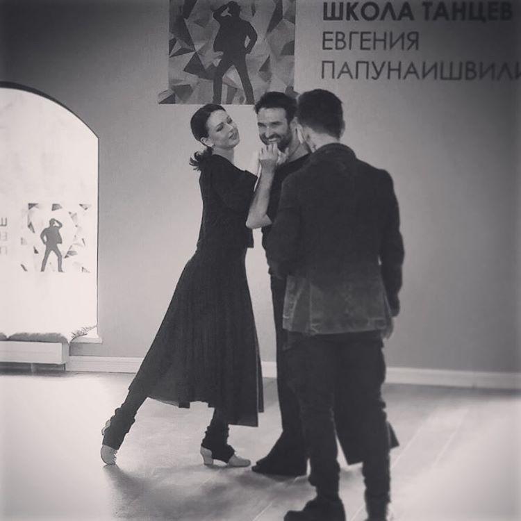 Безрукова танцует