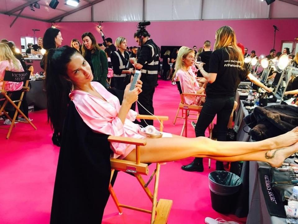 Шоу Victoria's Secret 2016 в Париже: свежие новости, фотографии моделей и видео с места событий (обновляется) - фото №15