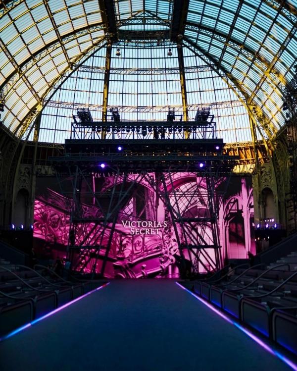 Шоу Victoria's Secret 2016 в Париже: свежие новости, фотографии моделей и видео с места событий (обновляется) - фото №21