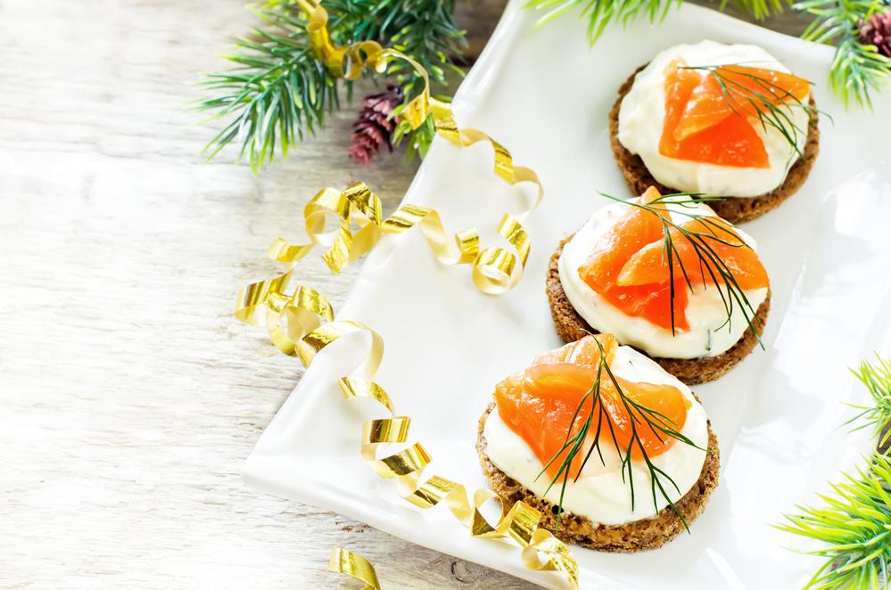Канапе на Новый год: рецепты оригинальных закусок для праздничного стола - фото №4
