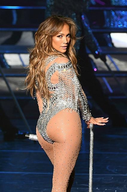 Jennifer lopez в сексуальных нарядах