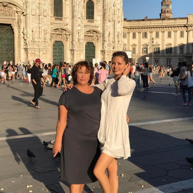 Как отдыхают звезды: Виктория Боня с мамой объедается десертами в Италии (ФОТО) - фото №2