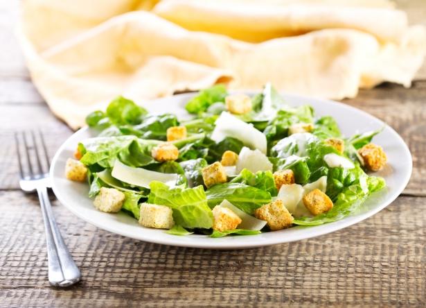 Соус для салата Цезарь: важный компонент, который определяет вкус блюда - фото №1