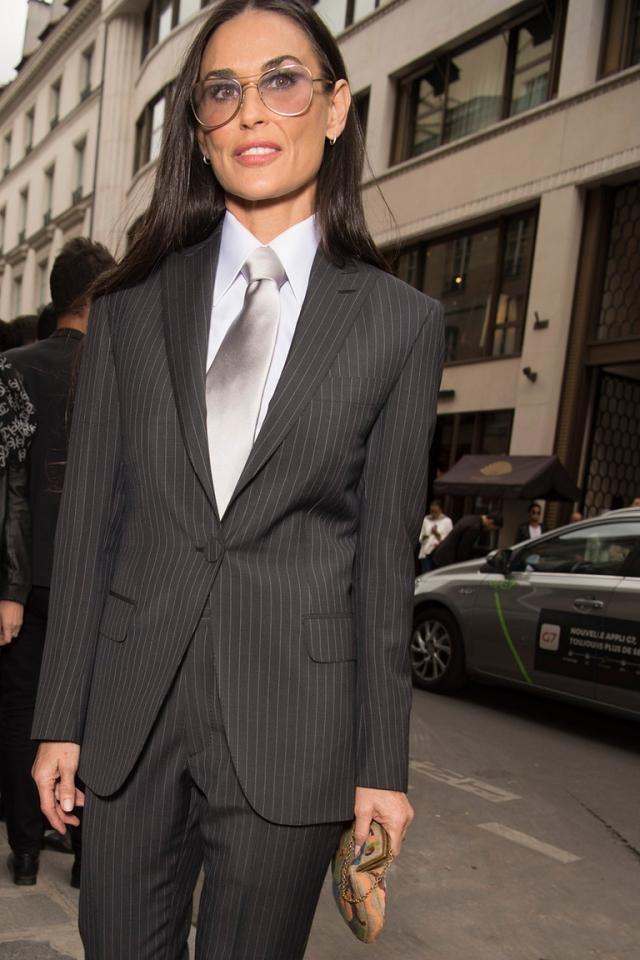 Вдохновение дня: Деми Мур показывает, как носить брючный костюм в мужском стиле