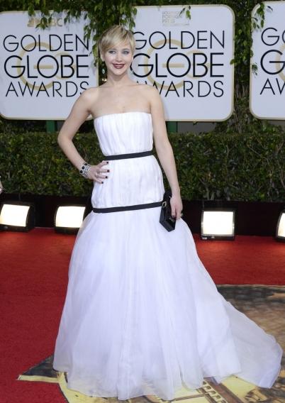 Чьи платья мы не сможем забыть: нога Анджелины Джоли, мясо Леди Гаги и прочий жемчуг - фото №6