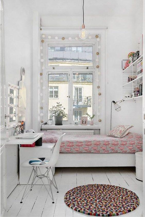 Маленькой комнате нужно много света