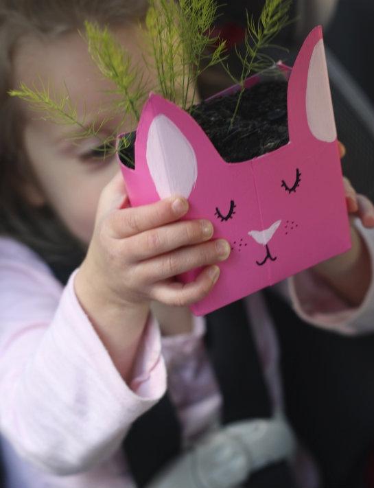 Пасхальная поделка из картона: кролики-горшочки для растений