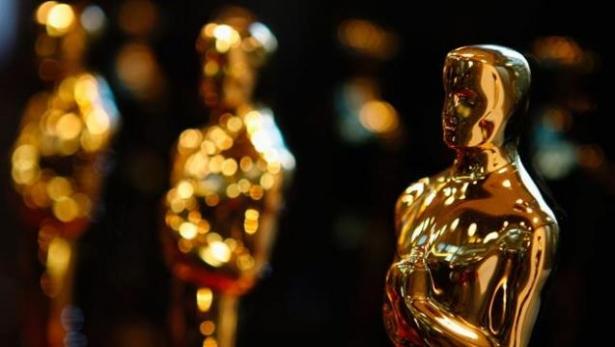 Оскар и его самые запоминающиеся моменты: от падений до страстных поцелуев - фото №2