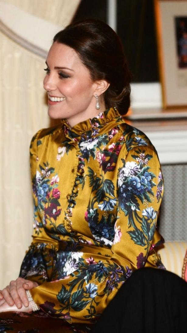 кейт миддлтон беременная в горчичном платье
