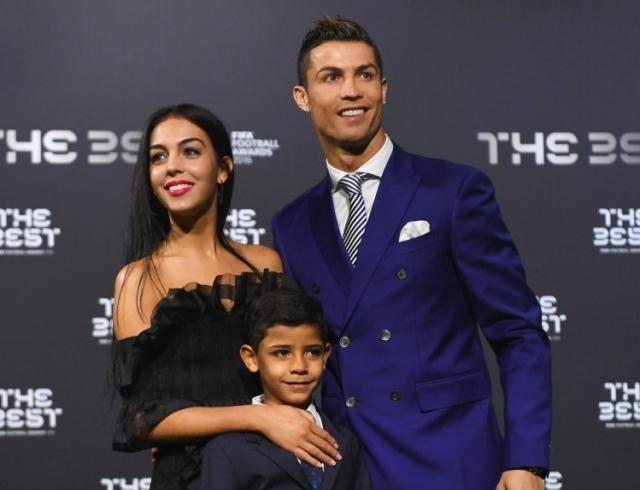 Девушкой богатейшего футболиста мира стала продавщица одежды: первое интервью Джорджины Родригес - фото №2