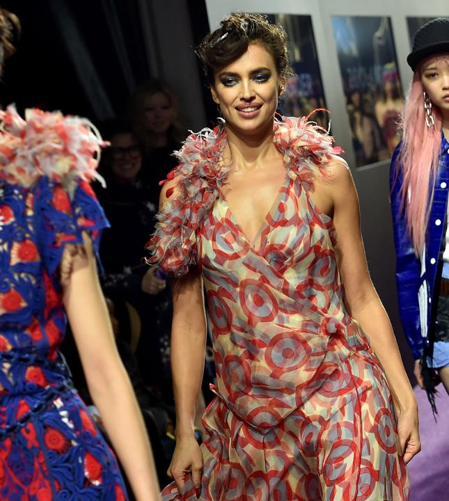 http://www.vogue.ru/fashion/people-and-parties/mirovaya_premera_obraztsovogo_samtsa_2/