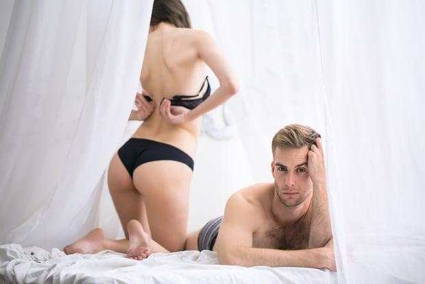 smotret-seks-s-zhenshinoy-v-posteli