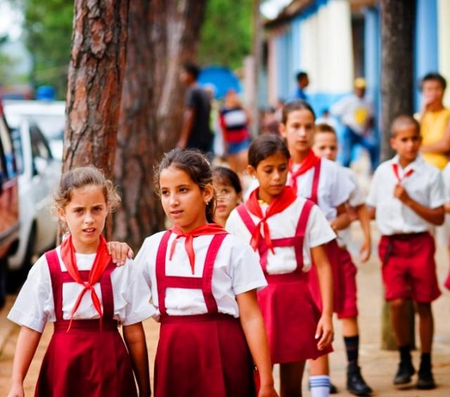 Самая красивая школьная форма в разных странах мира            Школьная формы на Кубе