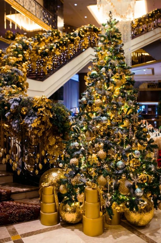 деокр елки на год желтой земляной собаки