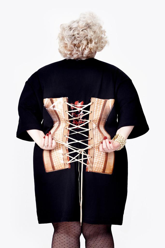 Великолепно толстая: Бет Дитто выпустит линию одежды plus size с корсетом Готье