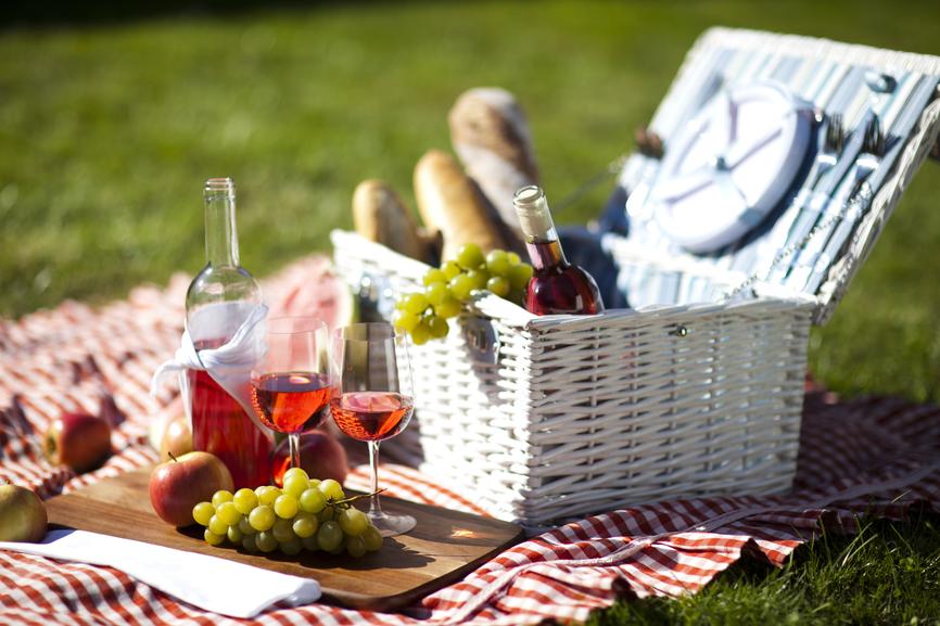 Что положить в корзину для пикника: идеи перекусов на природе - фото №1