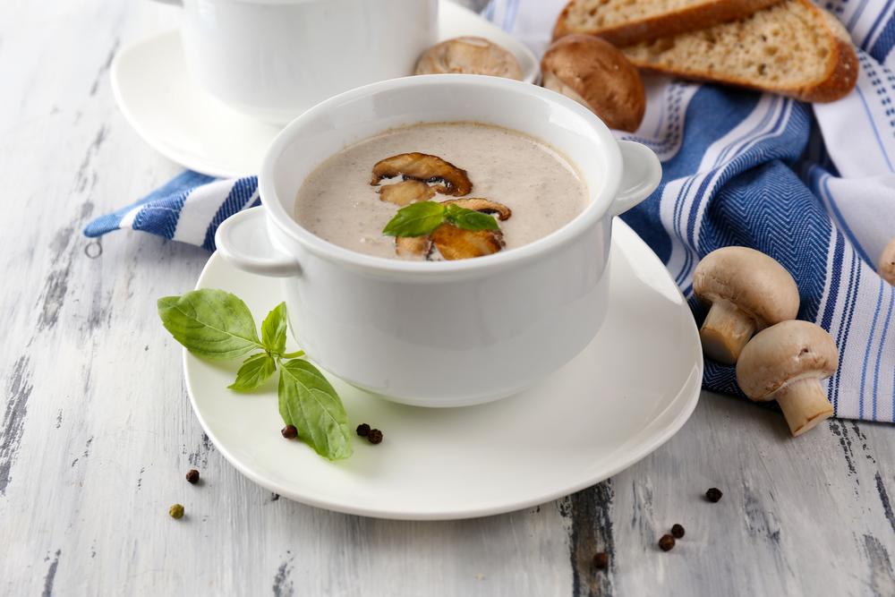 Рецепты вкуснейшего грибного крем-супа: 4 варианта блюда с шампиньонами - фото №3