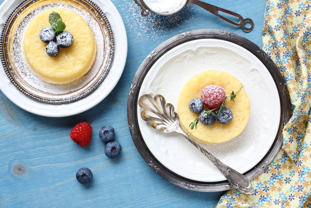 Творог по-летнему: как приготовить самый полезный десерт с ягодами - фото №1