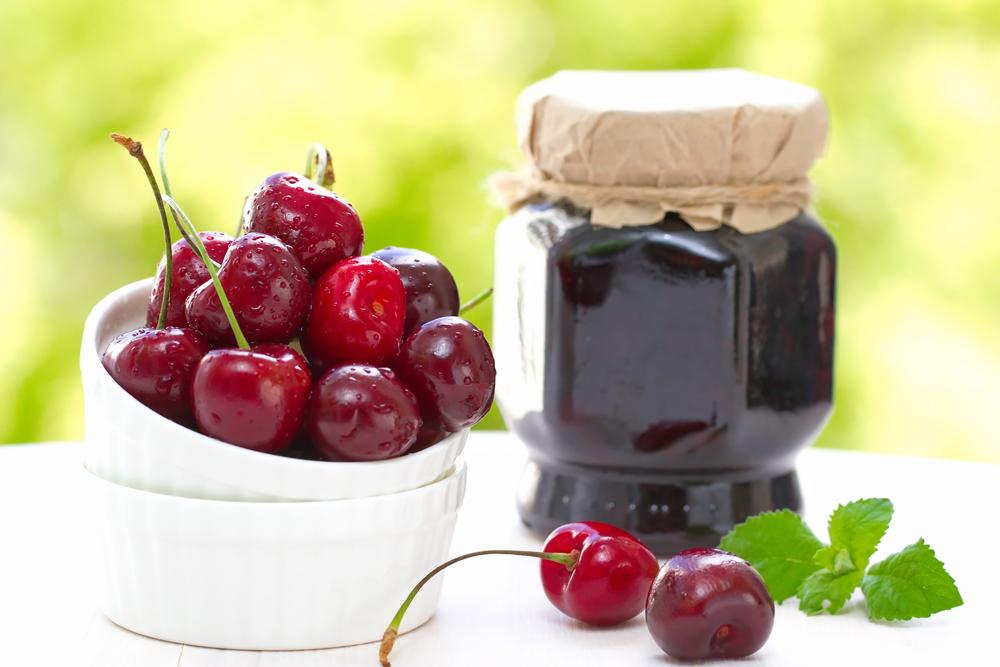 5 самых летних рецептов джема: вкусные ягоды и фрукты в банках - фото №1