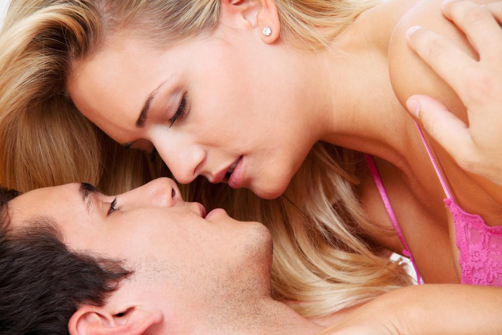 Секс в постеле с муржским стоном