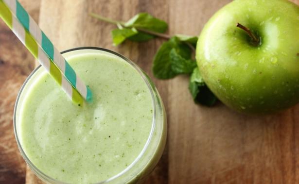 Три рецепта вкусного яблочного смузи: что приготовить для пользы здоровья и фигуры - фото №2