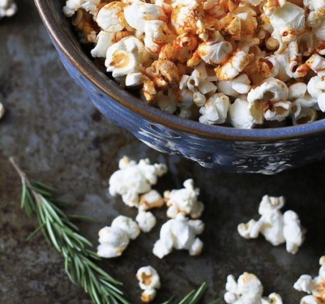 Пять способов приготовить попкорн для домашней киновечеринки - фото №1