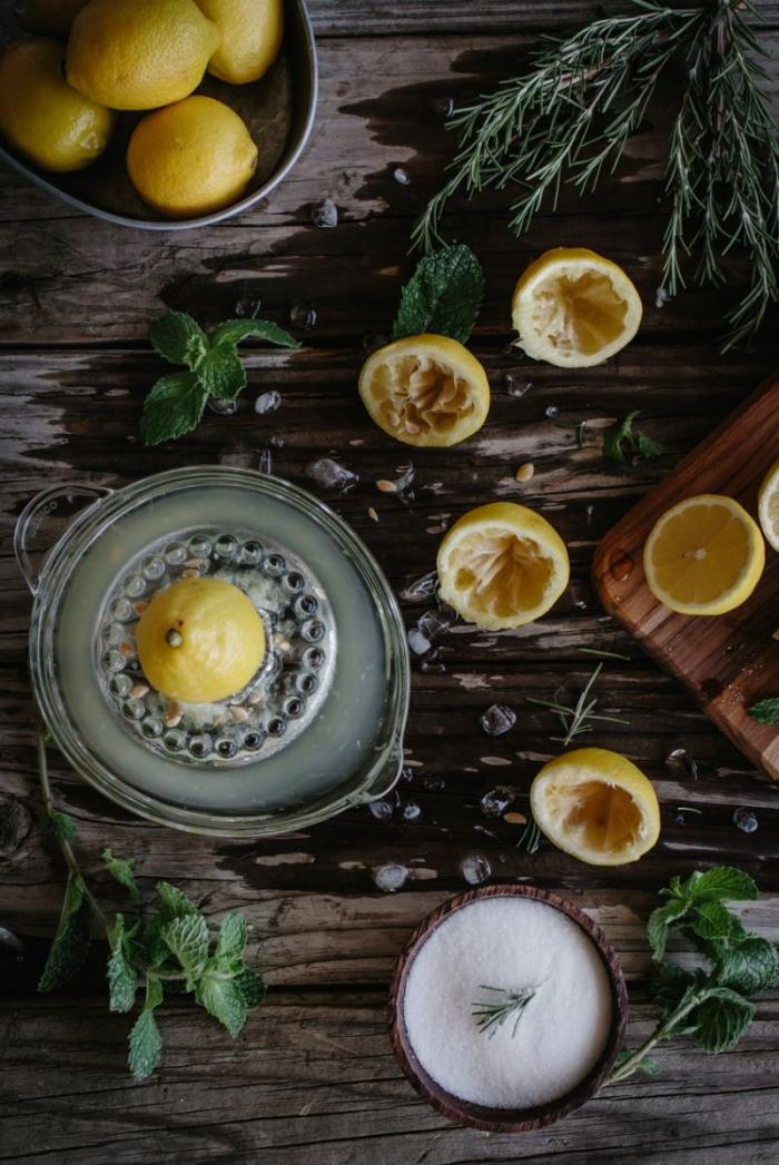 Стакан воды с лимоном по утрам: когда полезная привычка становится губительной - фото №9