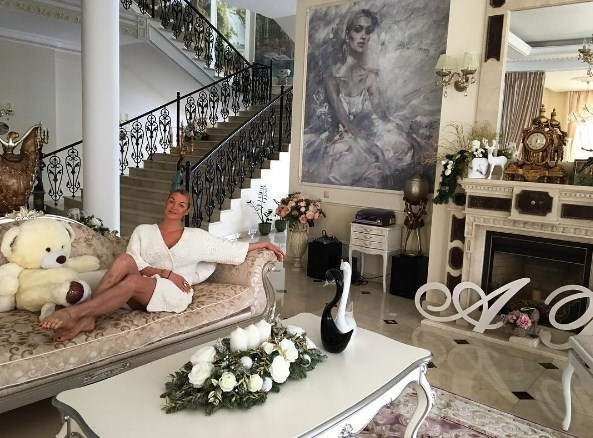 Анастасия Волочкова ужаснула поклонников своими ногами (ФОТО) - фото №1