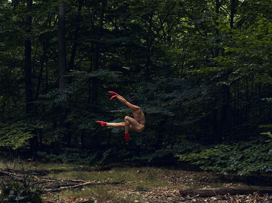 Обнаженная природа движения: фотограф показал красоту пейзажей и человеческого тела - фото №1