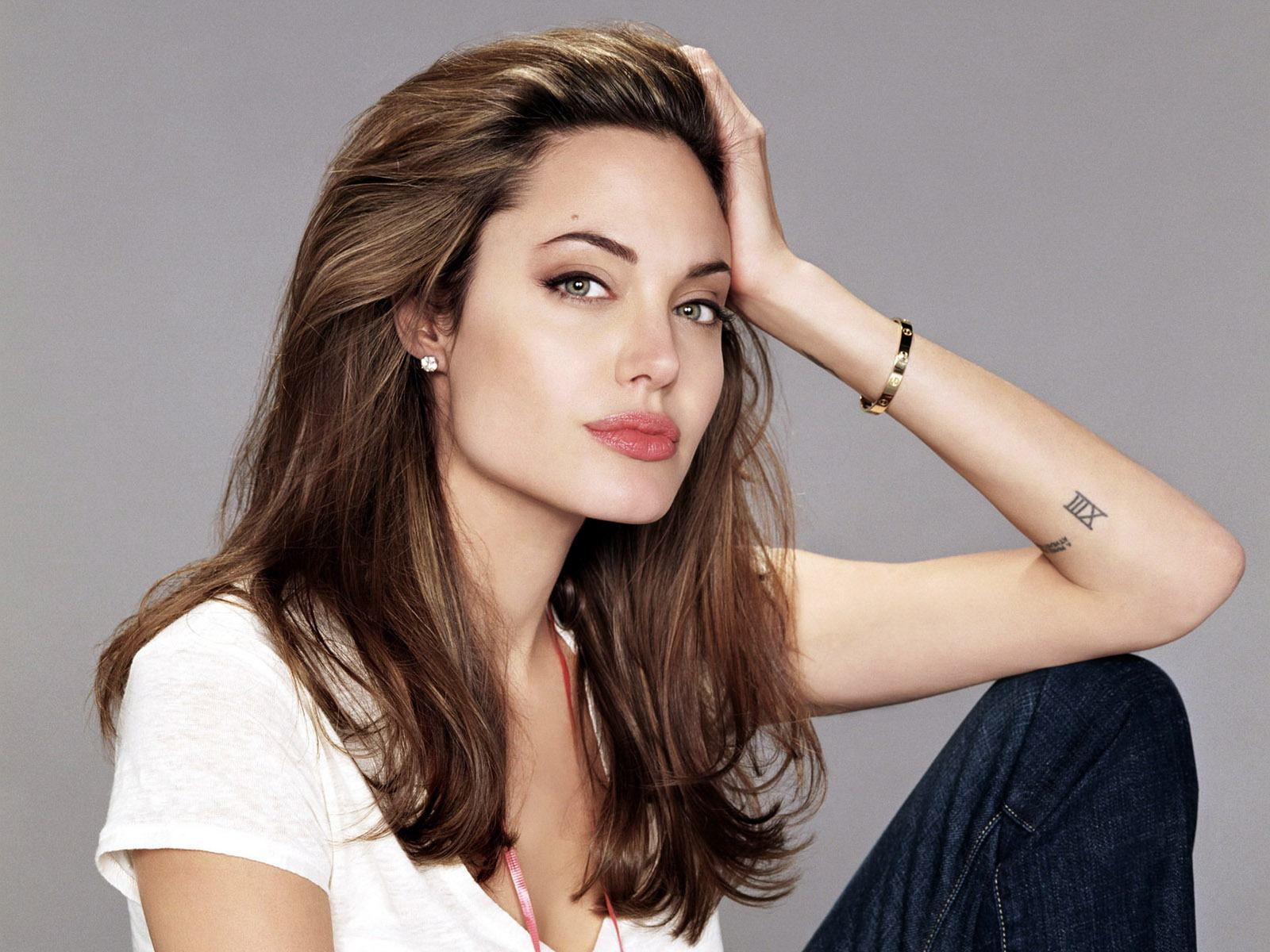 Анджелина Джоли - фото №1