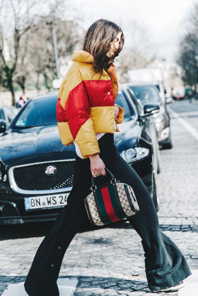 Неожиданное сочетание: как носить спортивный пуховик с классикой - фото №3