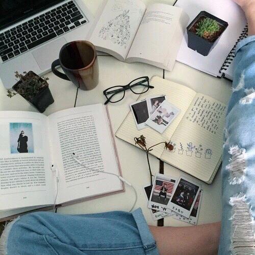 ноутбук на кровате фото