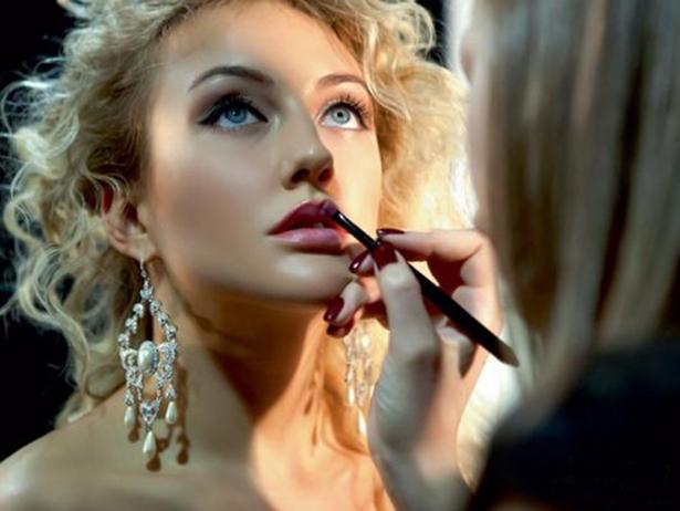 В чем секрет красоты Евы Бушминой: косметичка звезды - фото №1