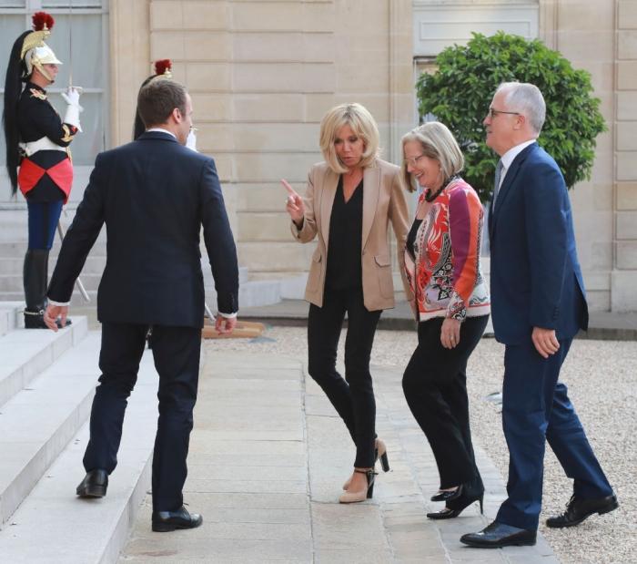 Он одевает Бриджит Макрон: как выглядит стилист первой леди Франции