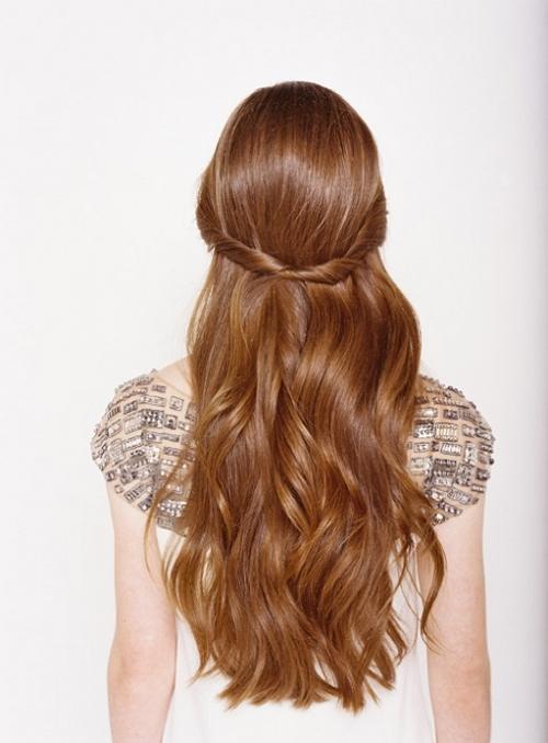 Какую прическу сделать на последний звонок: лучшие прически на длинные и средние волосы (ФОТО) - фото №38