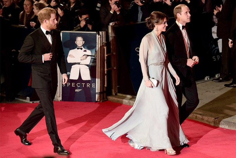 королевская семья на премьере Бонда