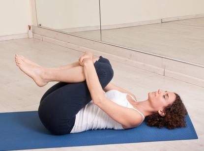 Как йога спасает от стресса: 4 практики для полного релакса - фото №3