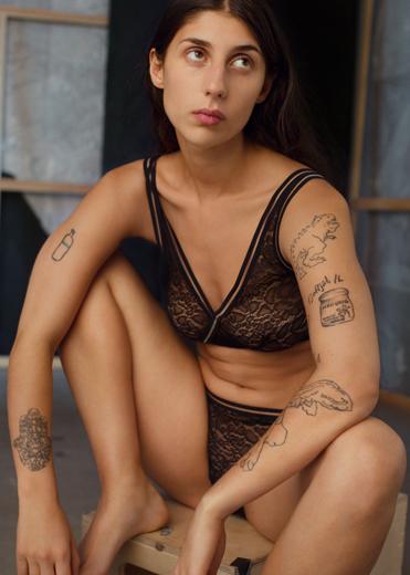 Еще одна сенсация: & Other Stories отказались от ретуши моделей в рекламе нижнего белья