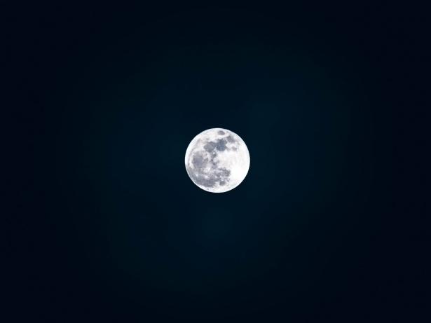Какие бывают обряды для богатства: заговоры на Луну, о которых говорят в народе - фото №1