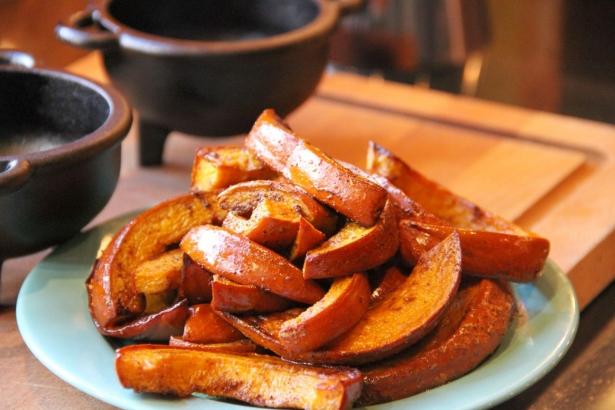 Как запечь сладкую тыкву с пряностями: полезный тыквенный десерт из духовки - фото №3