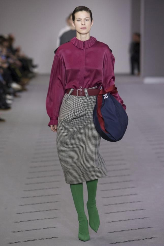 как носить зимой юбку с ботильонами