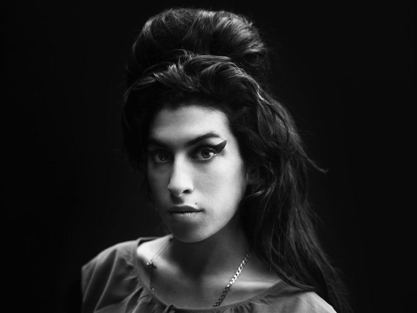 Эми Уайнхаус - фото №1