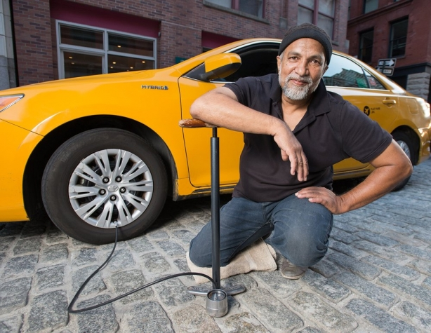 нью-йоркские таксисты выпустили календарь