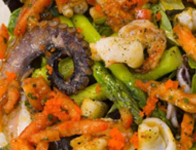 Салат с морепродуктами по-балтийски