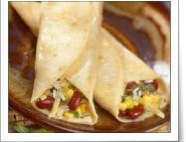 Буррито с фасолью и курицей по-мексикански