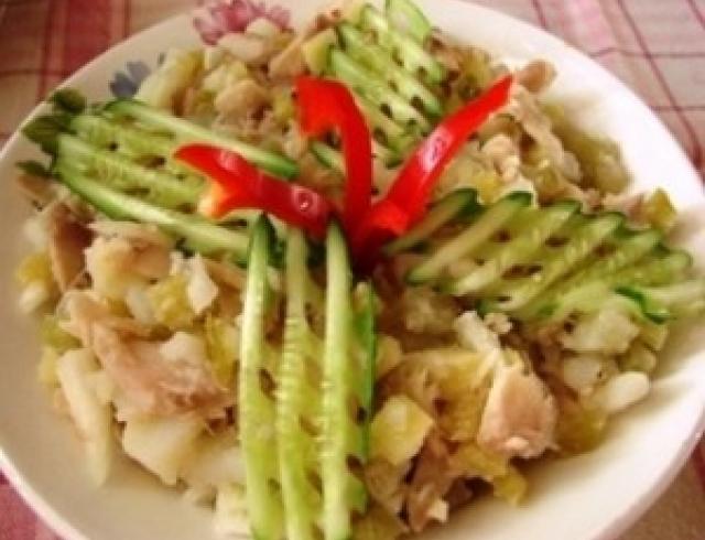 Миланский салат с копченой рыбой