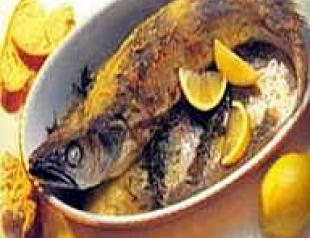 Сушеная рыба, тушеная с овощами