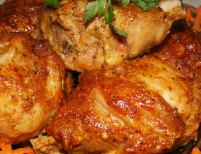 Курица отварная под белым соусом