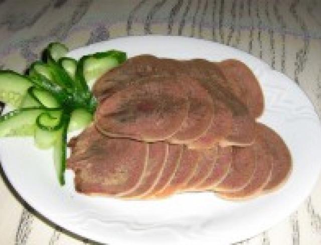 Язык говяжий под соусом по-польски